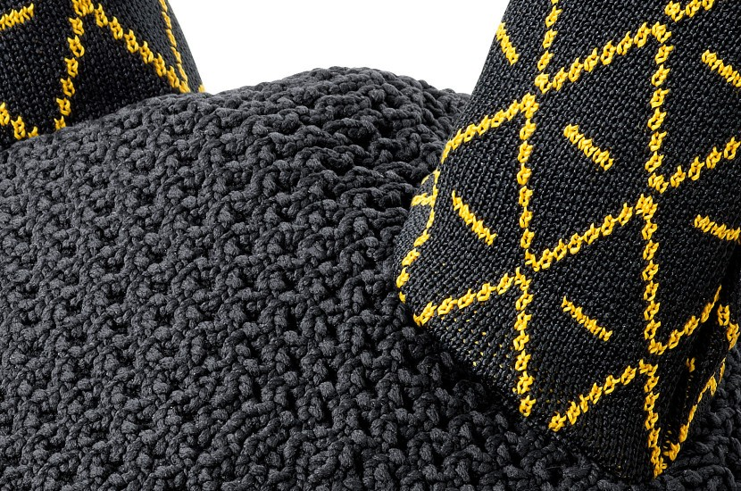 Tacante Bonnet INFI KNIT noir allover jaune zoom