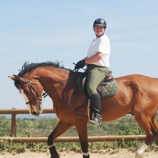 On commence la semaine avec le sourire mais en kaki comme @greg.et.ciie ou en bordeaux comme @sandrinebst ?   Le kaki sera de retour en stock au mois de juin avec un nouveau coloris surprise 😜quant au bordeaux il faut se dépêcher plus quelques pièces en stock ! // #tacante #tacantefamily #madeinfrance #equestrianstyle #tapisdeselle #numnah #kaki #equestrianoutfit