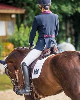 Reconnaissez-vous ce noeud?  📸 @xelashooting  // #tacante #tapisdeselle #dressage #dressur #equestrianstyle #madeinfrance #luxury