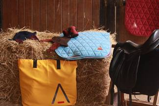 [Tacante News] 🇫🇷 Dernière nouveauté : le sac Legame 😍 Son grand format est idéal pour transporter facilement vos tapis de selles ! Vous pouvez même y glisser vos bonnets, bandes et brosses ✅ D'après vous, combien de tapis pouvons-nous y mettre ? 🧐 ⏳ Restez connectés, il sera bientôt disponible sur tacante.com 😉  🇬🇧 A large welcome to our lastest addition: the Legame bag 😍 It is the perfect size to carry your saddle pads!  #tacante #tacantefamily #tacanteproduct #new #nouveaute #sac #bag #horseriding #equitation #equestrian #equestrianlife #equestrianworld #equestrianoutfit #equestrianstyle #ecoresponsable #sustainable #rse #csr #madeinfrance